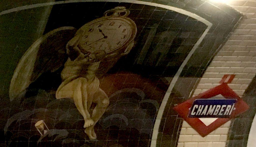 estación metro chamberi madrid reloj tiempo